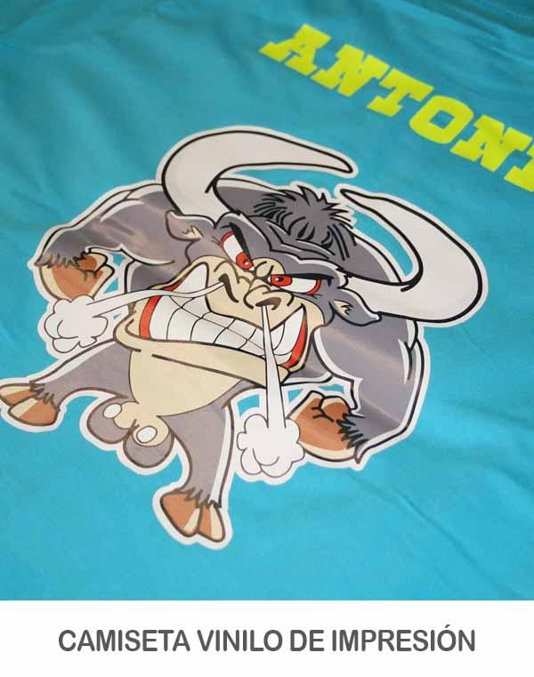 Camiseta impresa con vinilo de impresión y de corte
